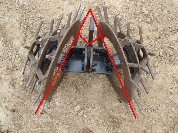 Обычно угол между конусами оставляют в 45 градусов для удобства окучивания растений и формирования гряд