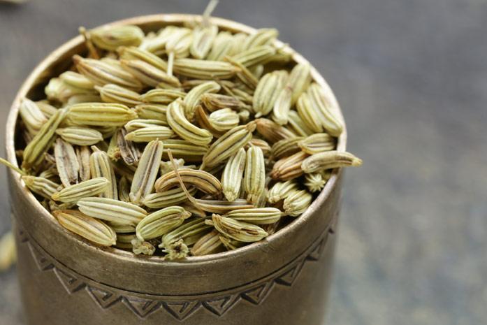 Семена фенхеля похожи на семена укропа