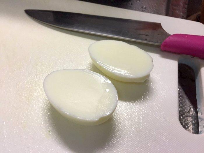 Почему куры несут мелкие яйца, от чего зависит размер куриного яйца