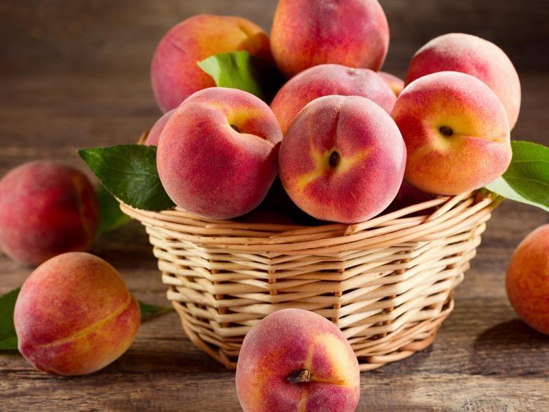 Можно ли и зачем обрезать персиковое дерево
