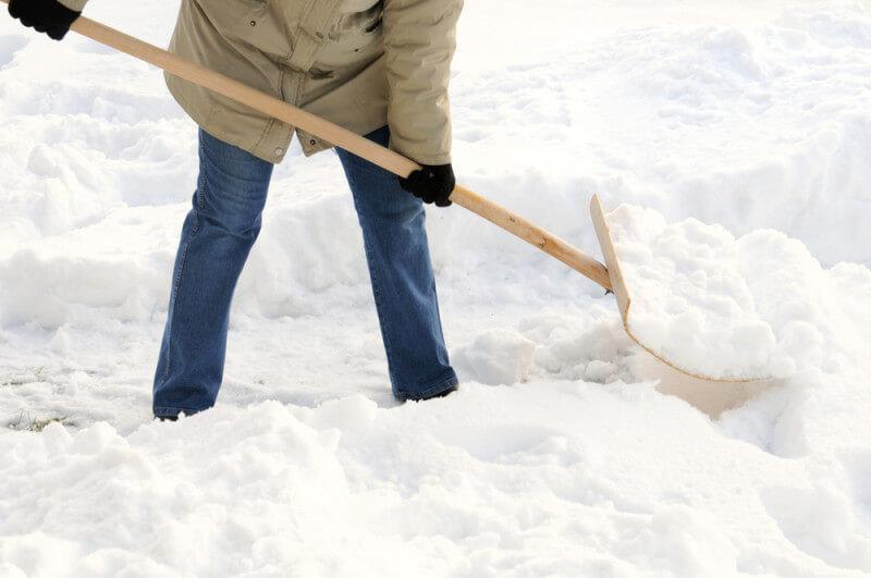 Как выбрать лопату для уборки снега