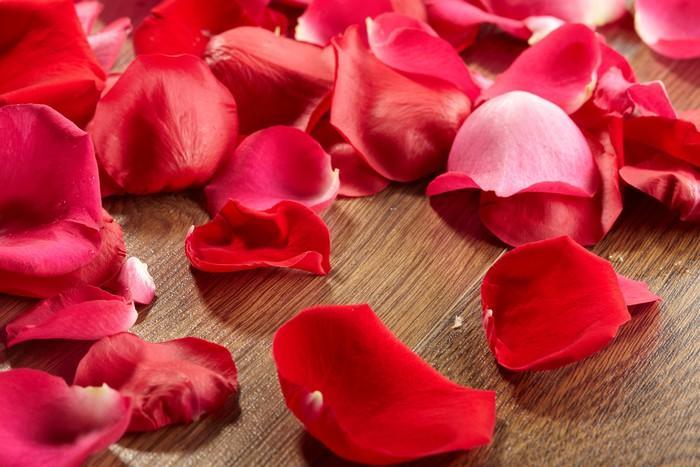 Лепестки роз - как примененять в домашних условиях